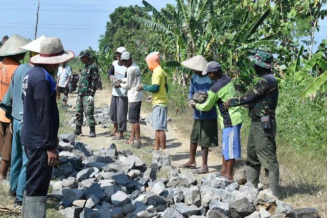 Satgas TMMD Kerja Estafet di Makadam Jatimulya Tegal