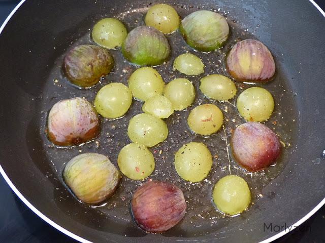 Faites dorer les fruits coupés vers le bas.