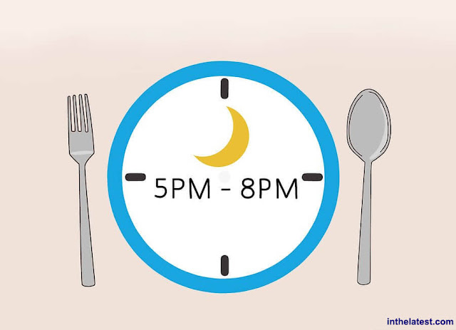Correct time for a healthy, easy-to-digest evening meal is between 17:00 and 20:00 (5:00 pm and 8:00 pm); it is best to avoid late-night snacks because they provide you with unnecessary calories and may disturb your sleep. If you are doing need that midnight snack, stick with unsalted nuts, seeds, fruits, and veggies.