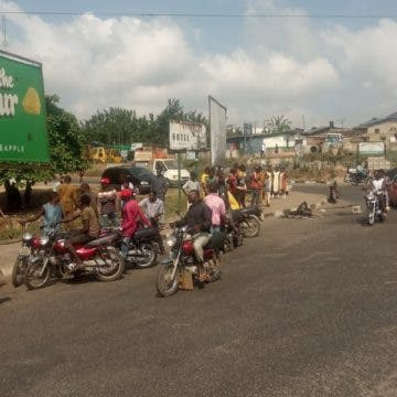 Angry Mob in Ibadan sets suspected  motorcycle thief ablaze