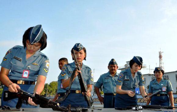 Latihan Bongkar Pasang Senjata Prajurit Lantamal IV Tanjung Pinang