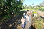 Masyarakat Barabali Terjun Bersihkan Sungai, KADES : Kita bukan ingin menang tapi Mengelola Desa dengan Baik