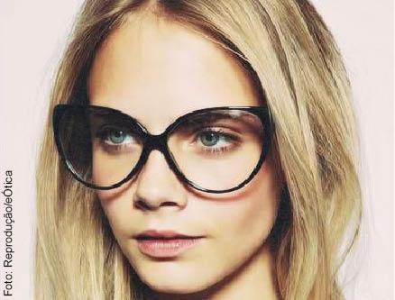 632ad73e333b6 Celebridades usam óculos de grau para dar estilo ao look ~ Bendita ...