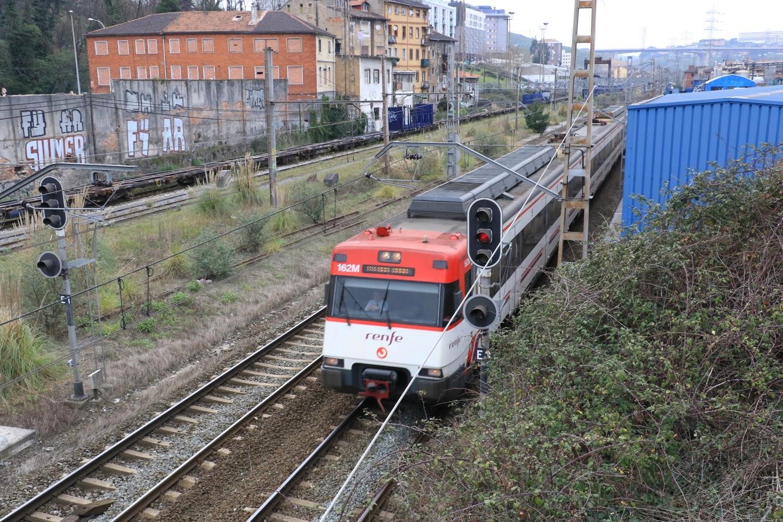 Barakaldo digital renfe y feve vuelven a poner trenes for Horario de trenes feve