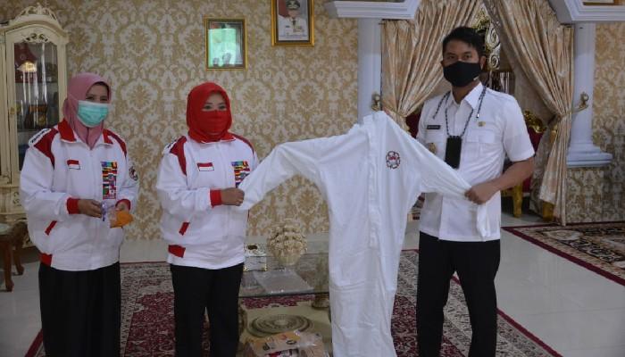 Bupati Sinjai Terima Bantuan APD Dari Yayasan Tiara Indonesia