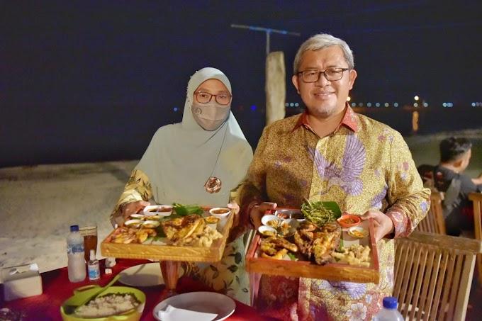 Cerita Aher Mentraktir Seluruh Pengunjung Rumah Makan