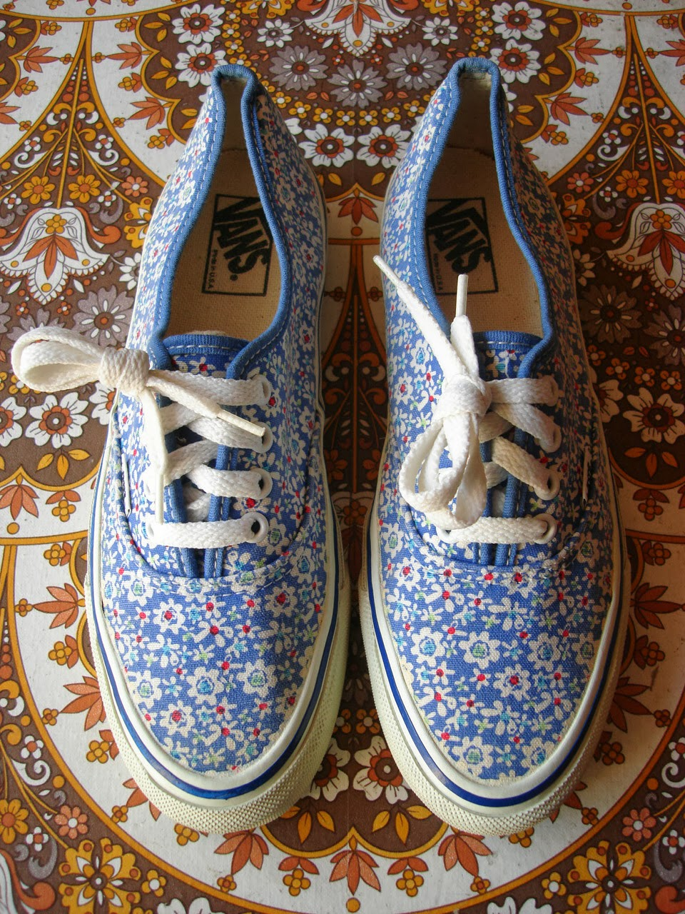 theothersideofthepillow vintage VANS daisey floral print AUTHENTIC style 44 MADE IN USA womens