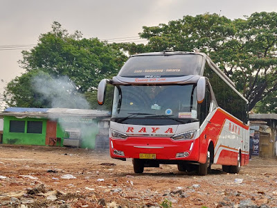 Foto Bus Raya Super Top Manuver