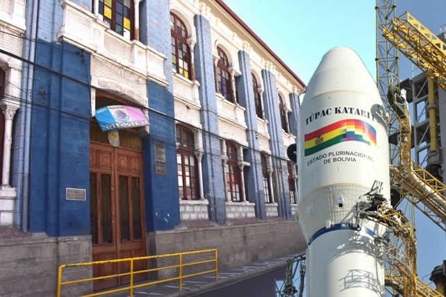 Clausura del año escolar constata inutilidad del satélite Túpac Katari