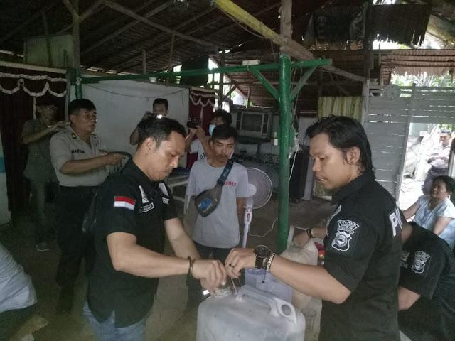 Polsek Wara Amankan Ratusan Liter Ballo Di Jalan Ahmad Razak Palopo