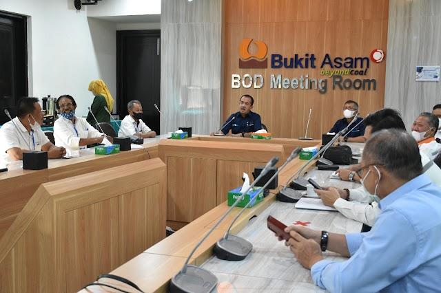 Dirut PTBA Duduk Bersama Perwakilan Warga 2 Kecamatan untuk Tuntaskan Masalah Lahan