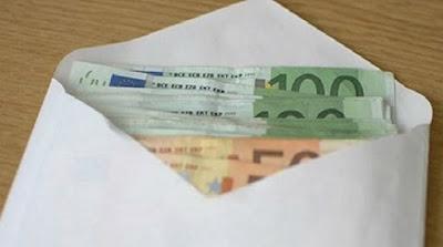 Καθαρίστρια βρήκε φάκελο με 1800 ευρώ και τα παρέδωσε