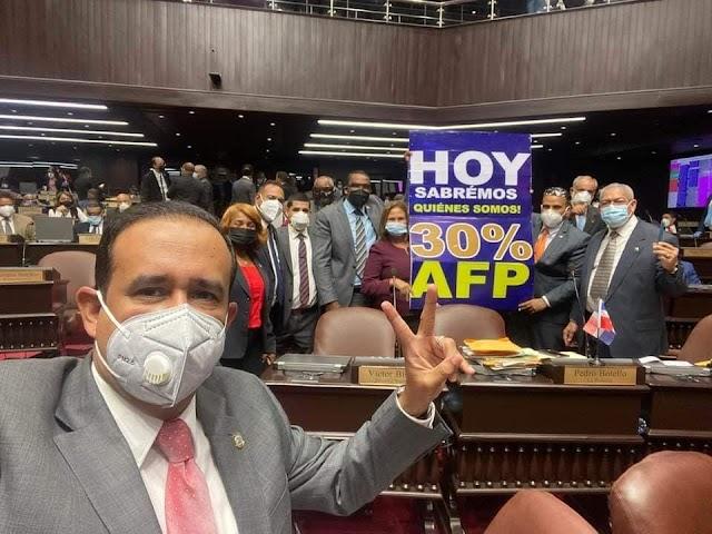 Diputados aprueban conocer proyecto AFP devolvería 30% ahorros a empleados