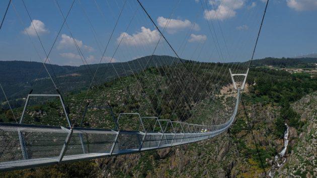 VIDEO: Η μεγαλύτερη πεζογέφυρα στον κόσμο