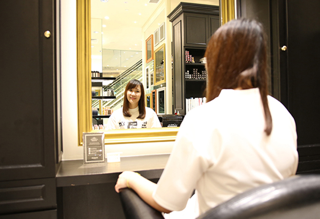 Where luxurious hair and nail experience are brought together as one