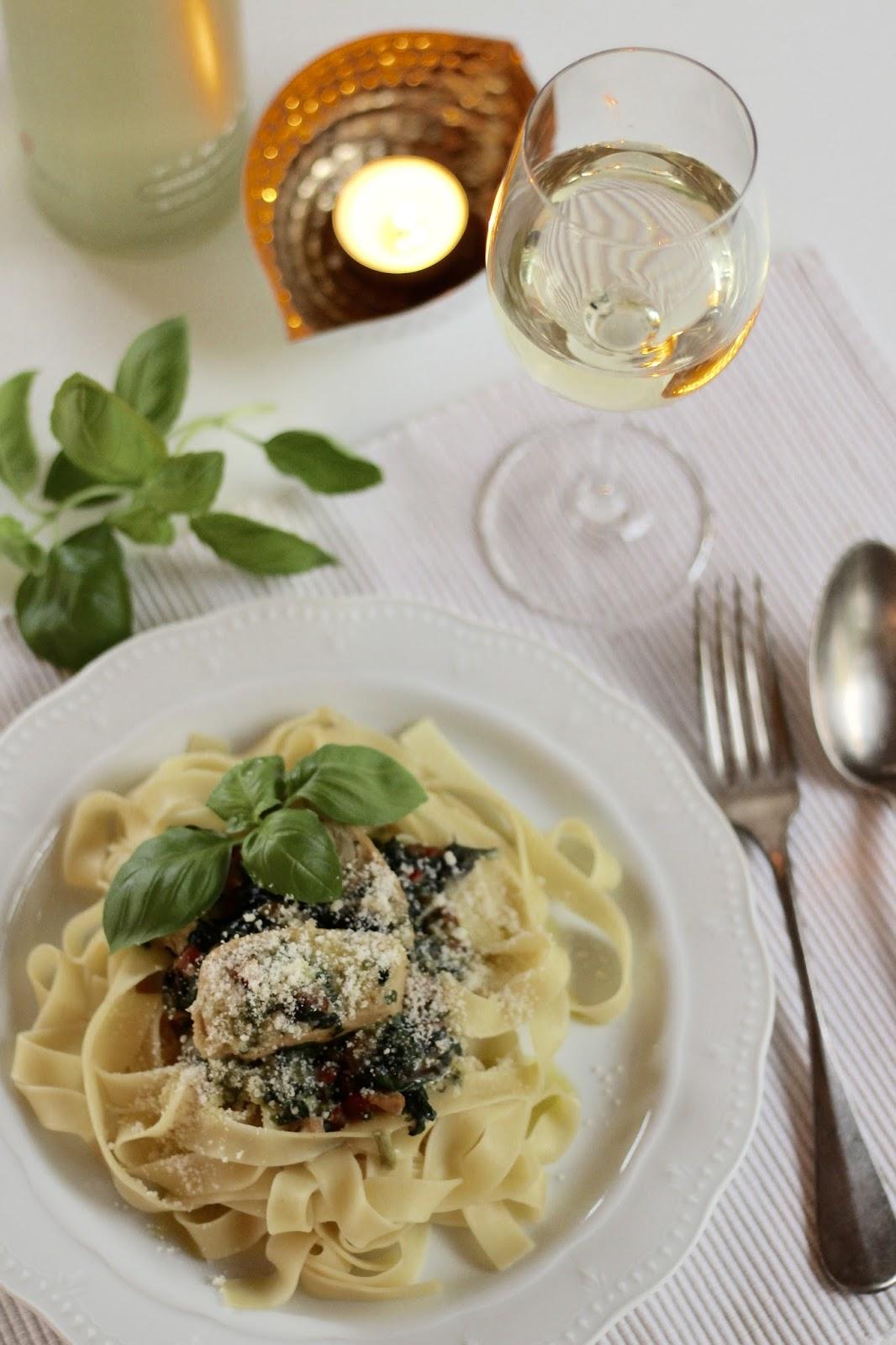 Pasta mit Hähnchenstreifen in Weißwein-Sahne-Sauce