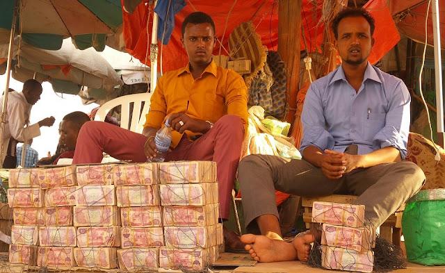 Người dân Somaliland than phiền nhà không có chỗ chứa tiền
