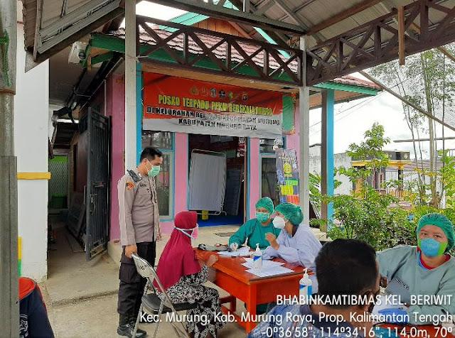 Polsek Murung Pantau Kegiatan Vaksinasi Covid 19 Di Kelurahan Beriwit