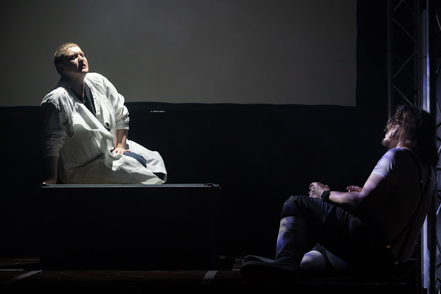 Bartok: Bluebeard's Castle - Alexandra Long, Simon Wilding - Gothic Opera (photo Nick Rutter)