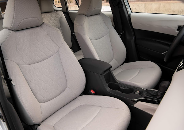 Toyota Corolla Cross L  2022 - EUA - interior