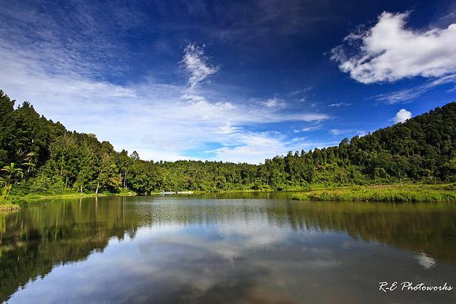 Rental/Sewa Toyota Hiace ke Situ Gunung Sukabumi