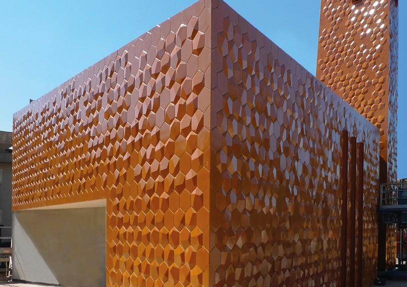 Pagina di piastrelle in terracotta per rivestimento a parete