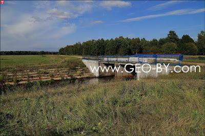 Налибокская пуща. Дорога Н9820, поворот и мост