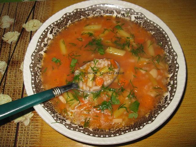 http://mojekucharzenie-bozena-1968.blogspot.com/2017/06/zupa-pomidorowa-z-ryzem-i-fasolka.html