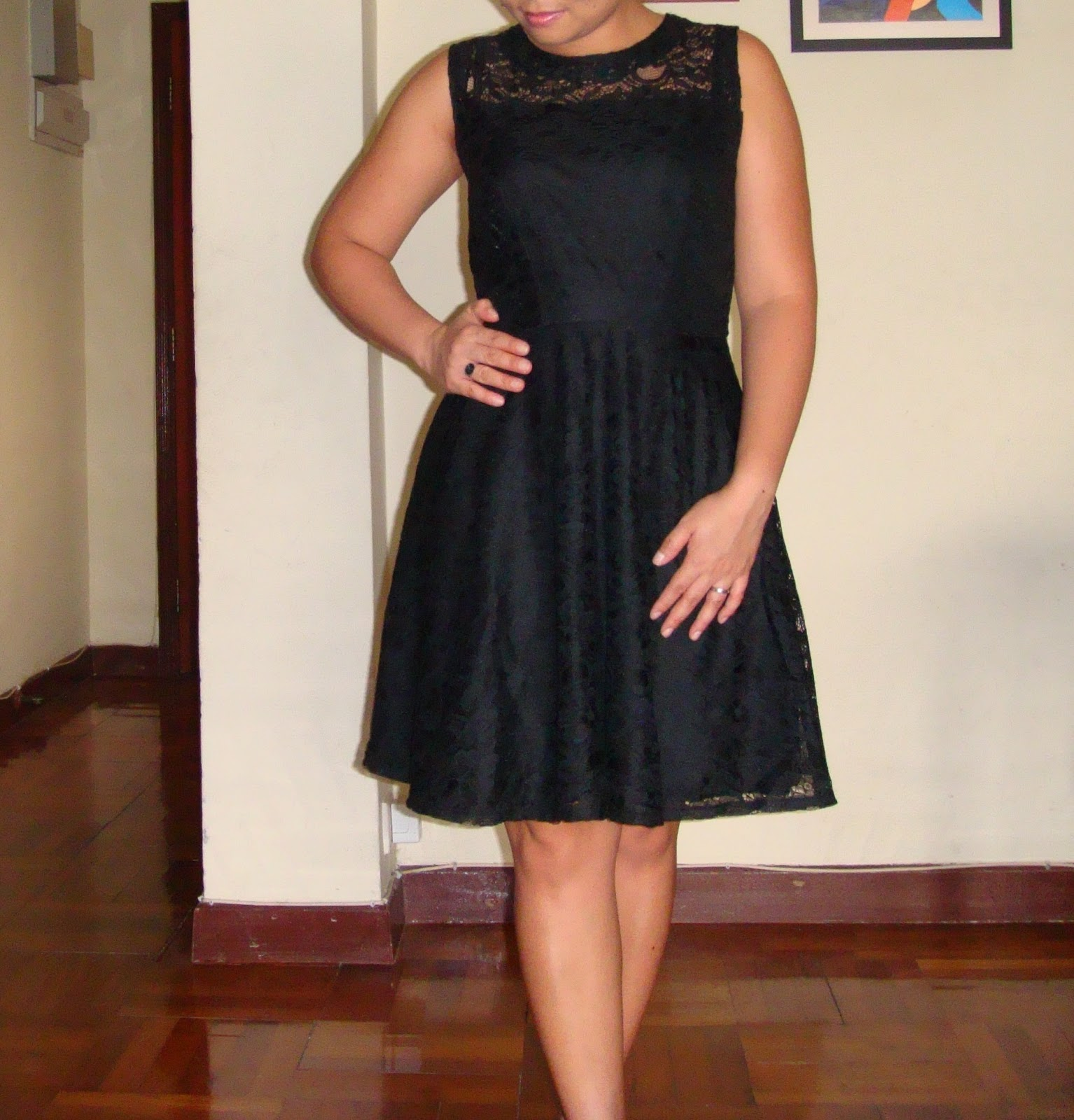 http://velvetribbonsew.blogspot.com/2012/06/black-lace-dress.html