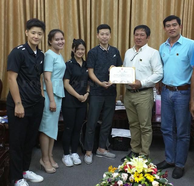 H9 - Ngọc Hoa và lãnh đạo làm việc với ông Shanrit Wongprasert tại Thái Lan