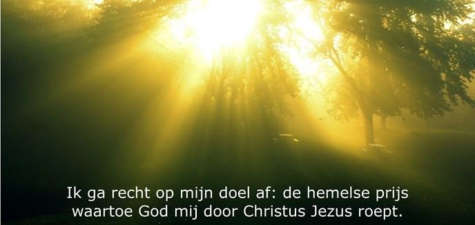 Ik ga recht op mijn doel af: de hemelse prijs waartoe God mij door Christus Jezus roept.