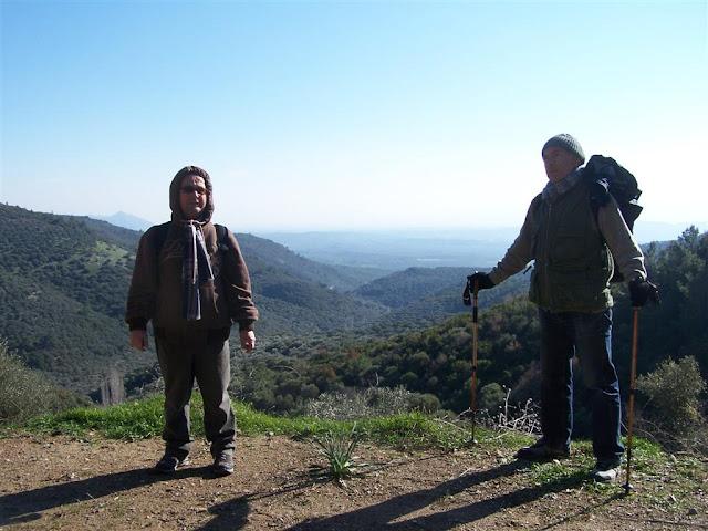 Önde gezginler-arkada Büyük Menderes ovası
