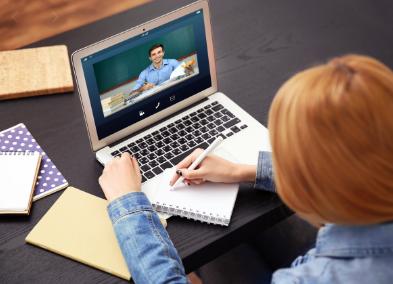 عالم الاعتماد والجامعات عبر الإنترنت