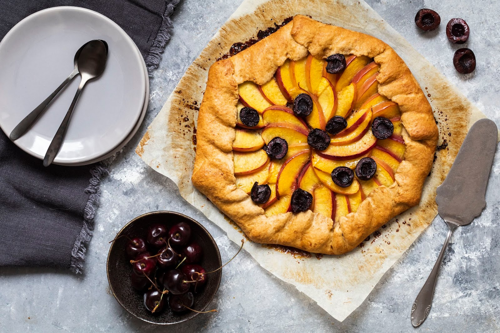 Recette de la tarte rustique aux nectarines et aux cerises