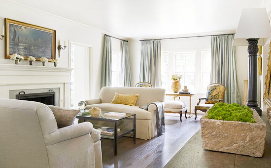 Traditional decor in this interior design by Eleanor Cummings