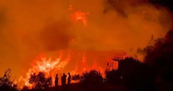 Μεγάλη φωτιά στην Αρχαία Ολυμπία- Καίγονται σπίτια (video)
