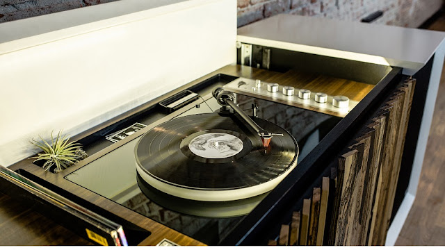 In letzter Zeit beschäftigt mich das Thema HiFi Konsolen sehr. Ich möchte meinen Dual Technics SL 1600 Turntable gerne lackieren lassen und mein Vinyl komfortabler und edler auflegen. Meine DJ-Zeiten sind vorbei, ich benötige nichts mehr zum Scratchen und Pitchen - ich will nun einfach gepflegt einen Player benutzen und mit Style die Platten auflegen..... lies mehr auf Atomlabor Blog