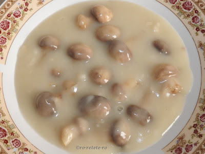 Reteta ciulama de ciuperci de post traditionala dobrogeana de casa retete culinare mancare rapida si usoara cu sos alb de faina cu supa de legume si ciupercute champignon,