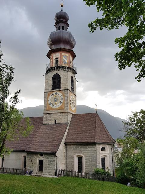 Chiesa lungo la strada verso il Castello di Brunico