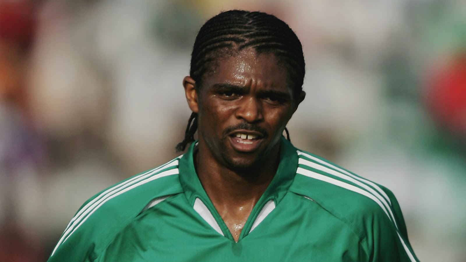 Kanu offers to help bring Enyeama back to Super Eagles
