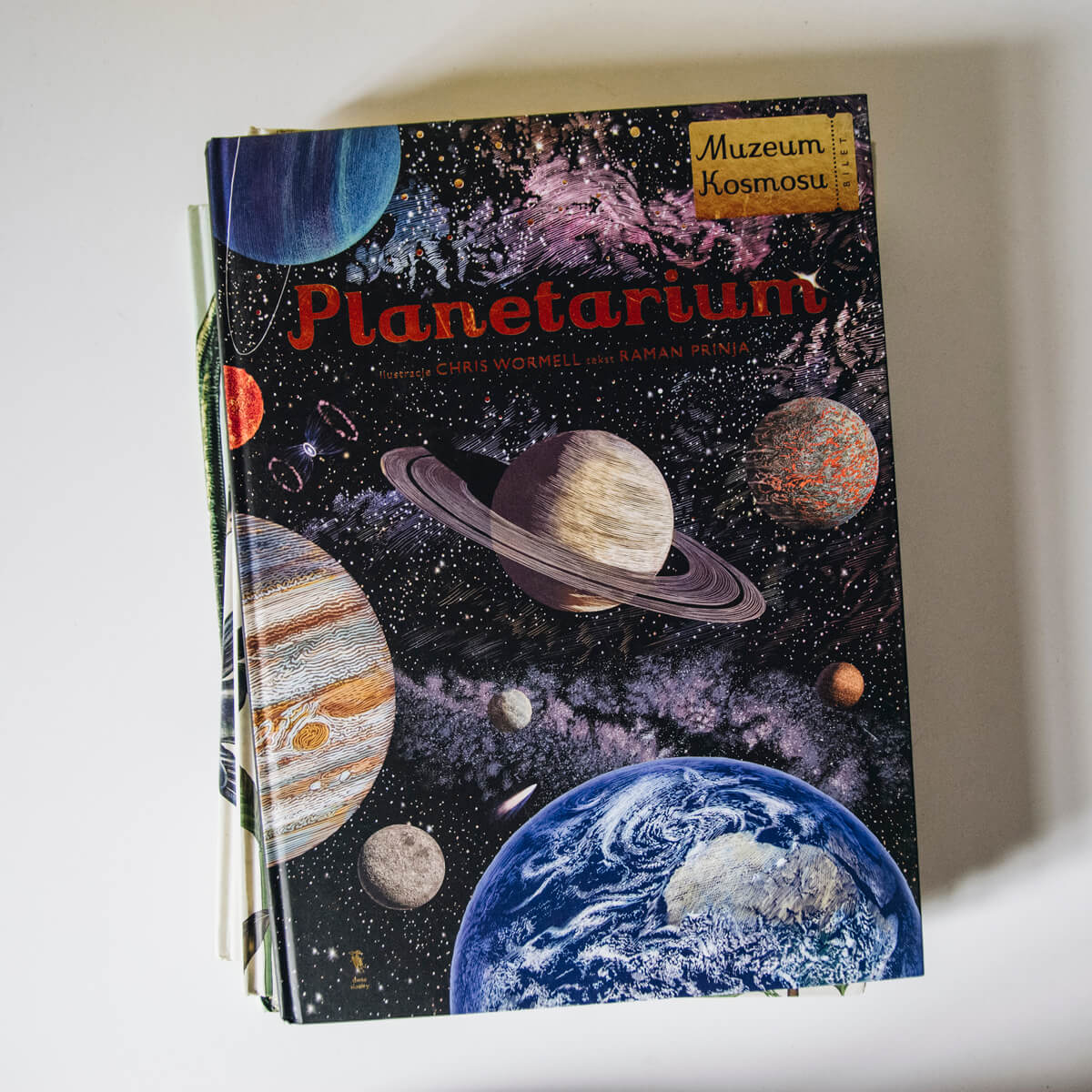 Planetarium książka dla dzieci z serii w muzeum wydawnictwa dwie siostry
