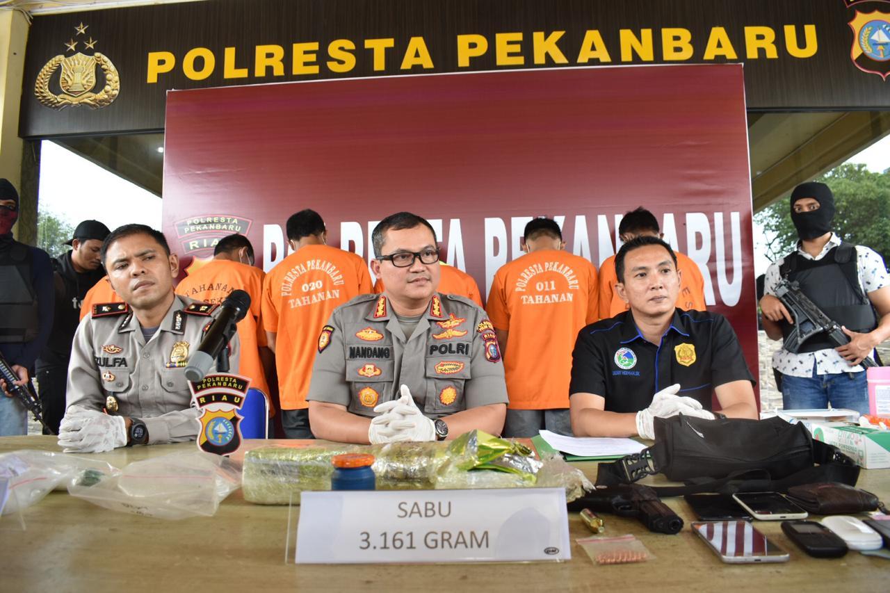Polresta Pekanbaru Bersama Polsek Sukajadi Berhasil Amankan 4 kg Sabu