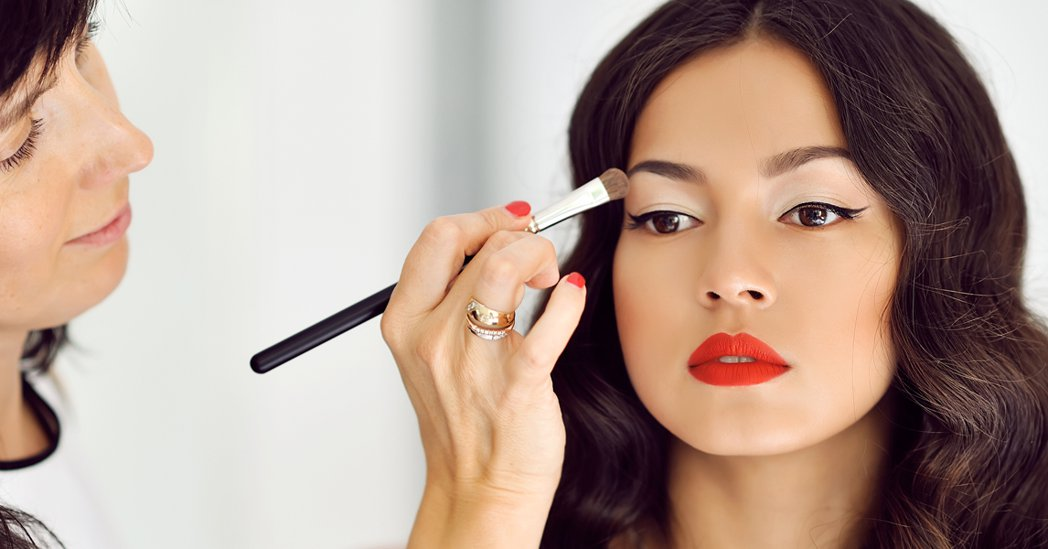 Guest Post: 5 Makeup Hacks this New Year for a Brighter You