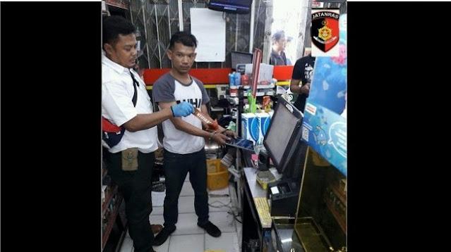 Lakukan Pembobolan, Dua Cewek di Bekasi Menyamar Jadi Pegawai Minimarket