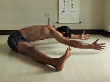 monday morning with  tips on seated forward bend