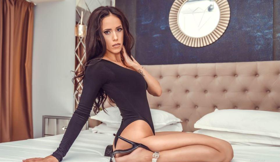 https://www.glamourcams.live/chat/TiffanyAsh