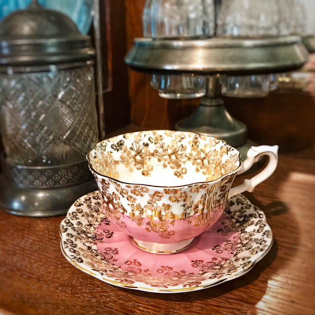 Vintage Tea Cup on Thistle Thicket Studio. www.thistlethicketstudio.com