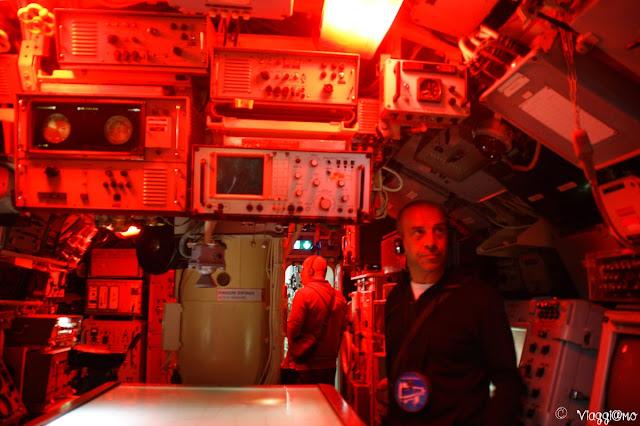Una della sala comandi del sottomarino Flora a Lorient