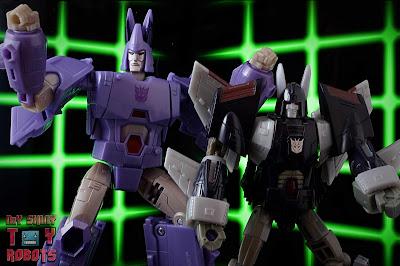 Transformers Kingdom Cyclonus 56