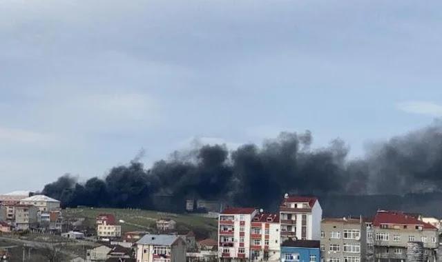حريق كبير في مصنع للأحذية في اسطنبول (فيديو)